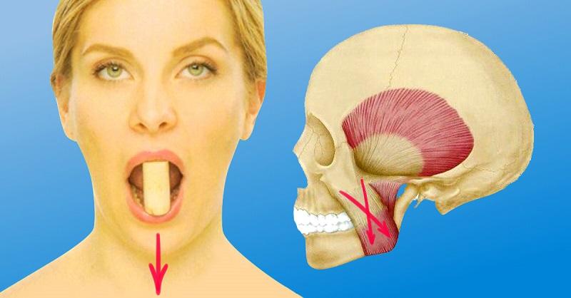 Чтобы подтянуть область вокруг рта, берешь пробку, кладешь между…