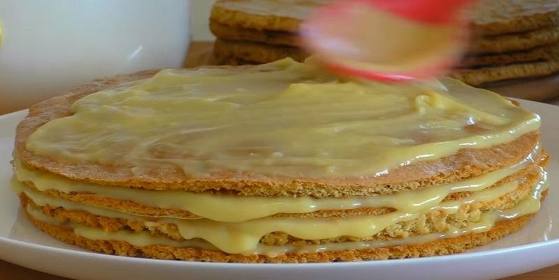 Нарезается как масло и просто тает во рту. Всеми любимый торт «Пчелка»