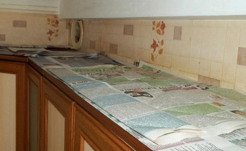 Зачем застилать кухонные шкафчики газетами