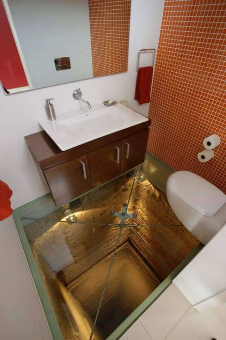 20 общественных туалетов, которые легко могут конкурировать с комнатами страха