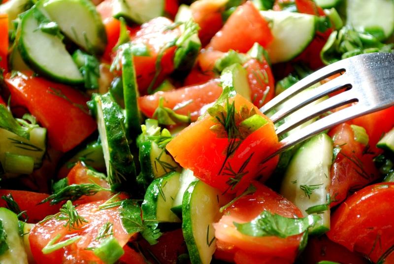 Не смешиваю в салате огурцы и помидоры. Вот все причины.