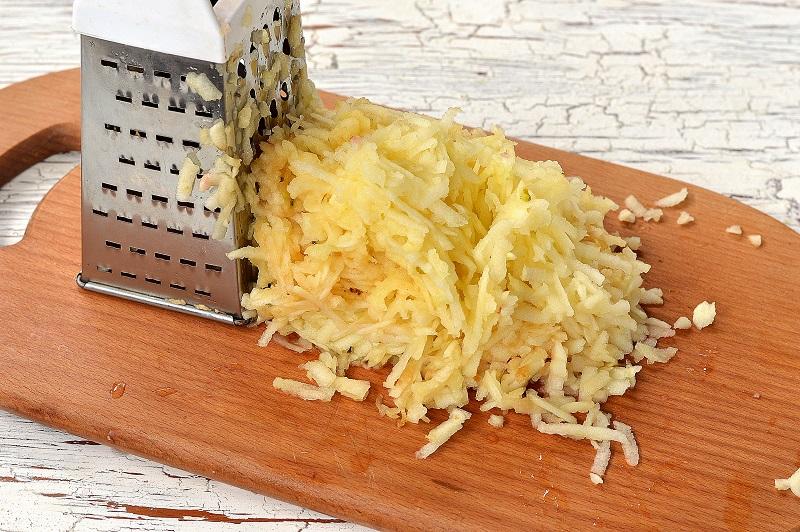 Яблочный манник на кефире. Ванильная губка с кисловатой начинкой — больше чем просто пирог.