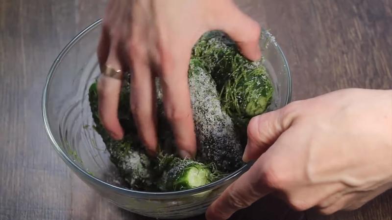 Как приготовить малосольные огурцы за 1 час. Самый быстрый способ — не нужно ждать ни дня!