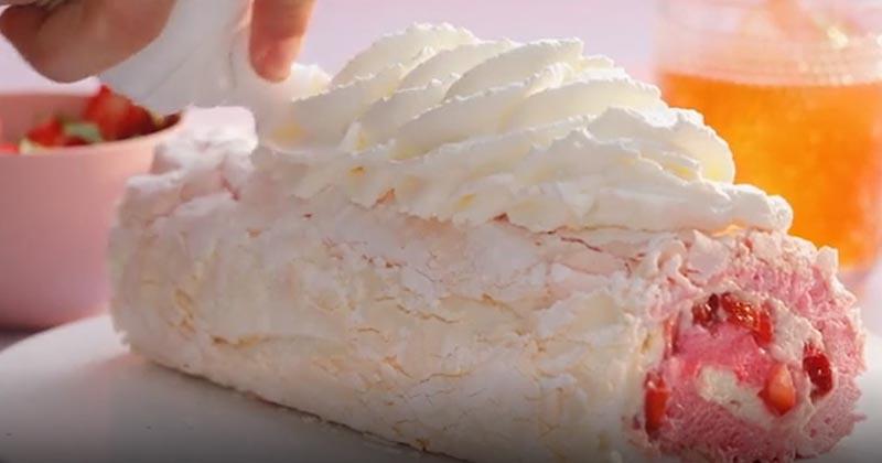 Мы объединили десерт Павлова и швейцарский рулет, чтобы покорить вас