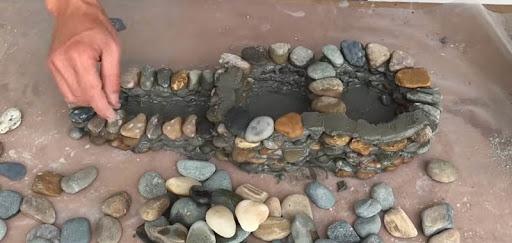 Отличная идея для дачи! Понадобится только цемент и камни