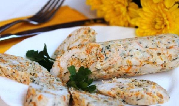 Низкокалорийная куриная колбаса с овощами