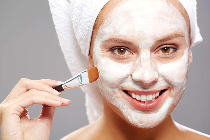 Попробуйте маску из бентонитовой глины, чтобы затянуть поры кожи