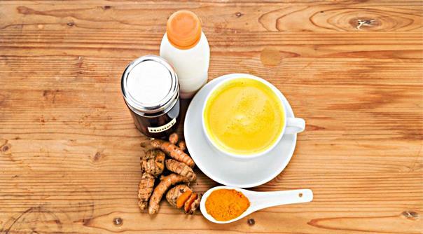Наука объясняет 8 преимуществ для здоровья от употребления «золотого молока» каждую ночь перед сном
