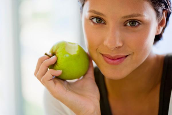 Яблочный уксус, чтобы избавиться от белых угрей