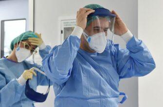ЧП в литовской клинике: больше 70 докторов заразились после прививки