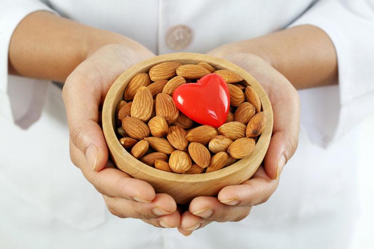 7 орехов замечательно работающих для похудения